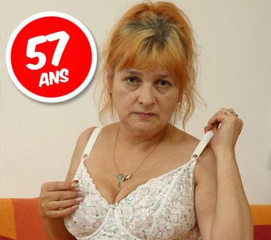 Simone femme mature au telephone